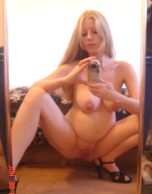 ボテ腹妊婦!海外で流行るマタニティー自画撮りエロ画像26枚・4枚目の画像