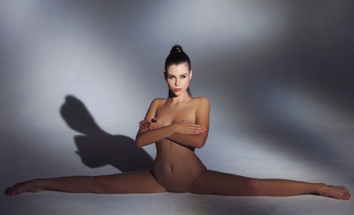 色んな体位でハメれる軟体女子のエロ画像30枚・13枚目の画像