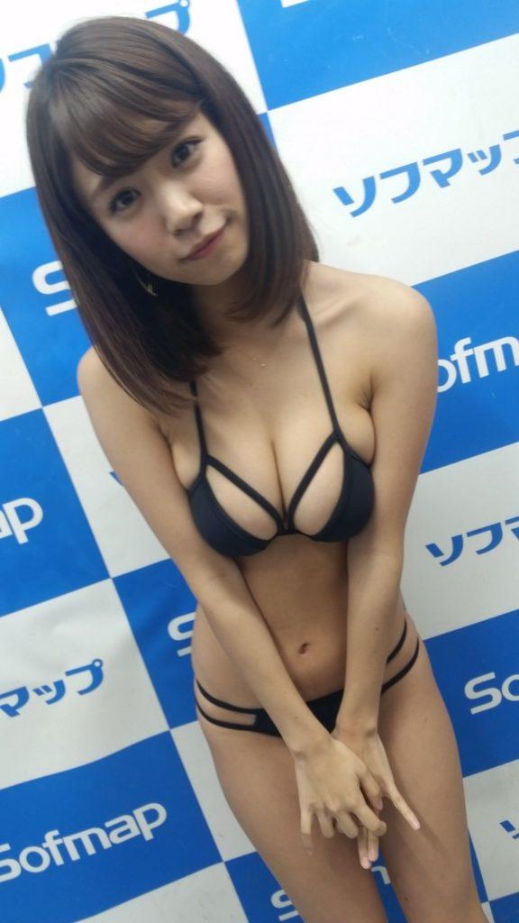 菜乃花の最新エロ画像100枚!アイコラ級のIカップグラビア!・32枚目の画像