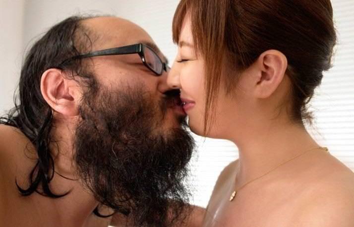 キモメン親父とのセックスエロ画像26枚!AV女優って大変だな…w・19枚目の画像