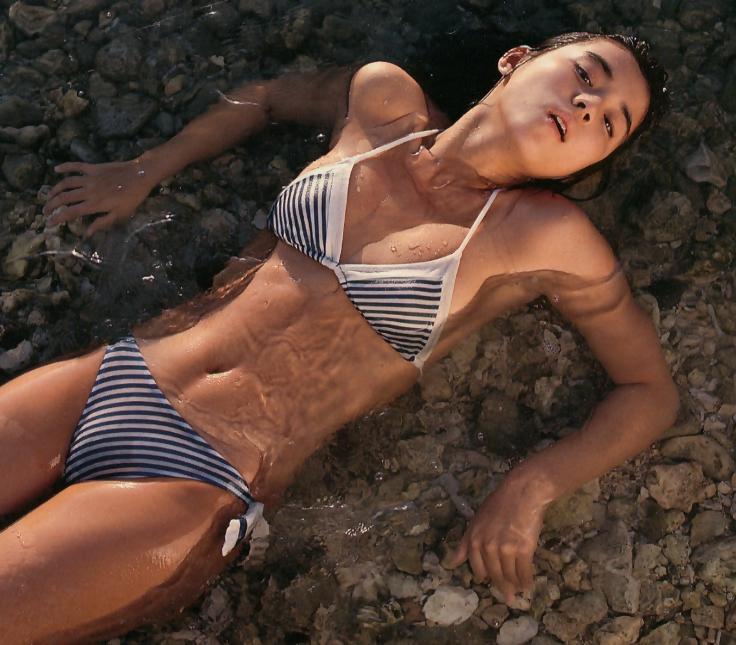 石田ゆり子 ヌード濡れ場&水着グラビア!全盛期の抜けるエロ画像46選・22枚目の画像