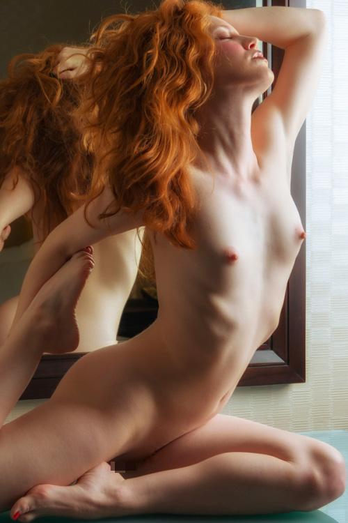色んな体位でハメれる軟体女子のエロ画像30枚・33枚目の画像