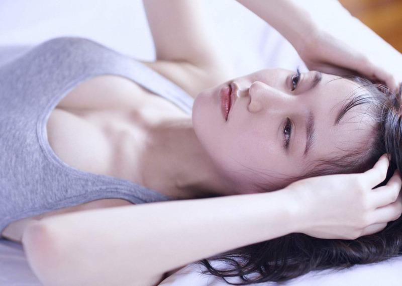 吉岡里帆 最新エロ画像60枚!巨乳清楚系であざといエロ女優!・26枚目の画像