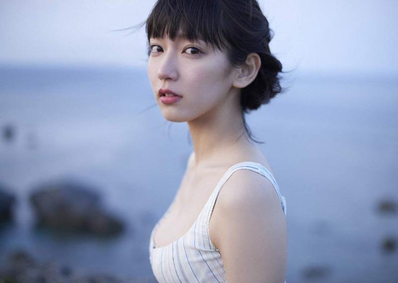吉岡里帆 最新エロ画像60枚!巨乳清楚系であざといエロ女優!・31枚目の画像