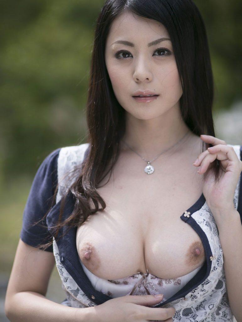 現役バリバリの美熟女のヌードエロ画像50枚・38枚目の画像