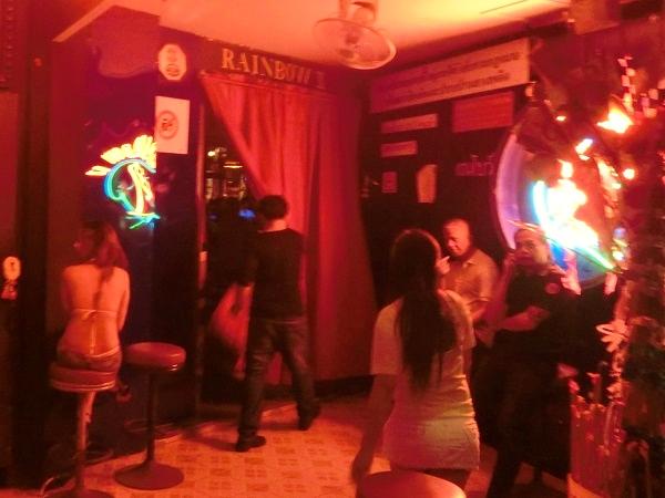 ゴーゴーバーという海外の売春所のエロ画像35枚・38枚目の画像