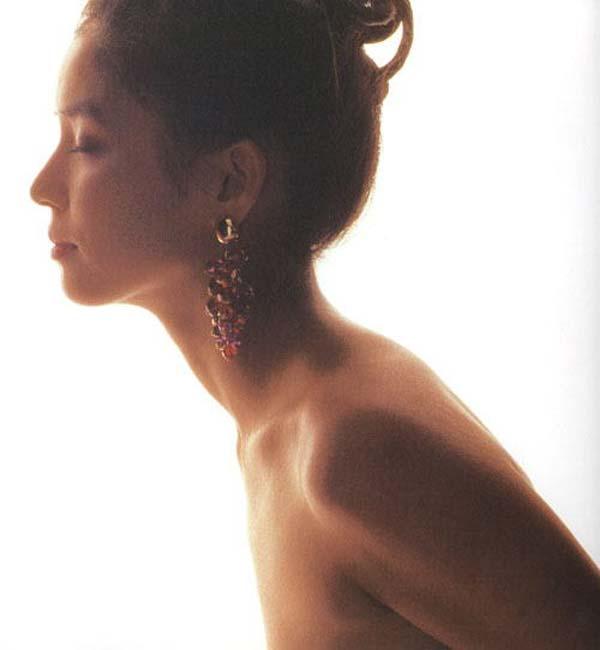 石田ゆり子 ヌード濡れ場&水着グラビア!全盛期の抜けるエロ画像46選・33枚目の画像