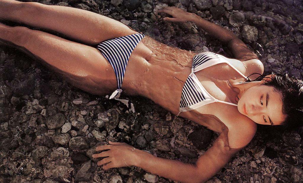 石田ゆり子 ヌード濡れ場&水着グラビア!全盛期の抜けるエロ画像46選・44枚目の画像