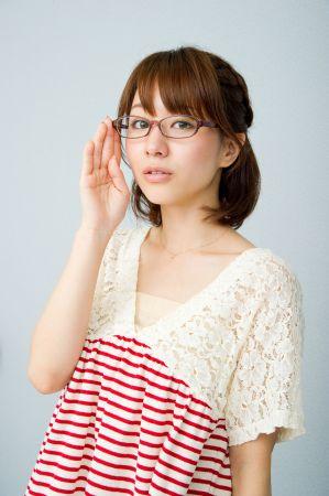 メガネ姿のセクシーな田中みな実の画像