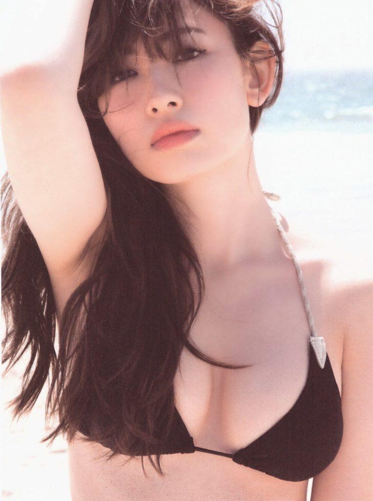 小嶋陽菜のラストグラビアエロ画像12