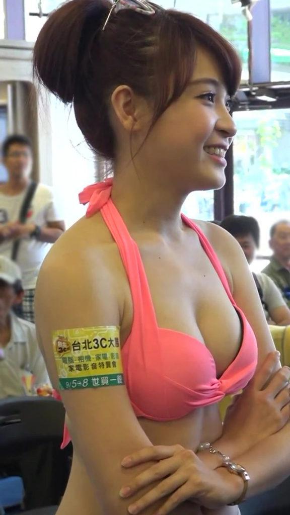 アジアイベコンエロ画像30枚!乳放り出した娘が一等賞~!・5枚目の画像