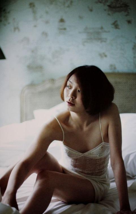 田畑智子 ヌードエロ画像40枚!ちっぱい&オマンコ丸見え~!・5枚目の画像