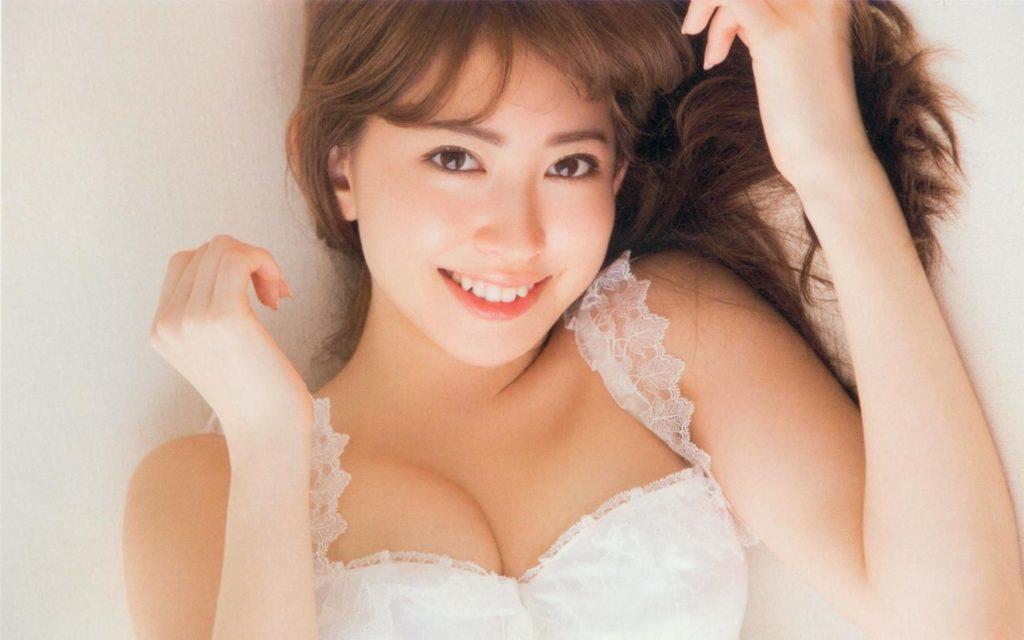 小嶋陽菜のラストグラビアエロ画像19