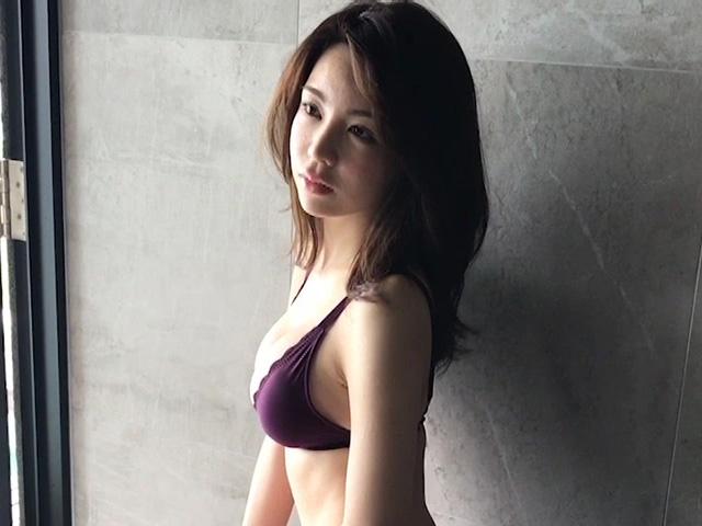【逸材】仲村美海(25)の新人初グラビアエロ画像96枚・32枚目の画像