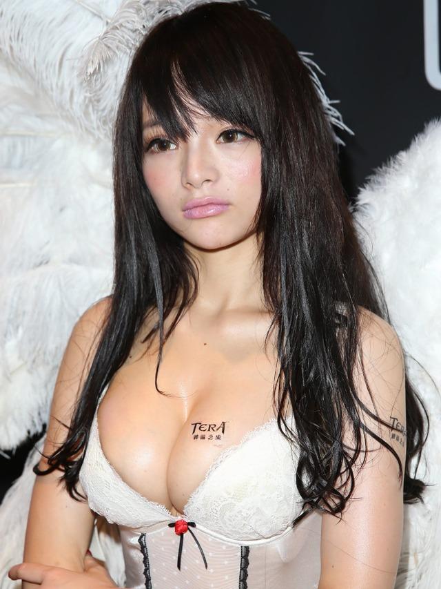 アジアイベコンエロ画像30枚!乳放り出した娘が一等賞~!・13枚目の画像