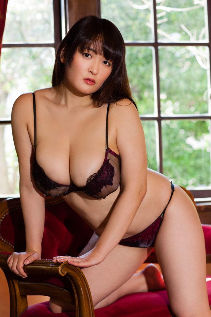 柳瀬早紀(28)100cm・Iカップのやなパイ最新グラビアエロ画像131枚・15枚目の画像