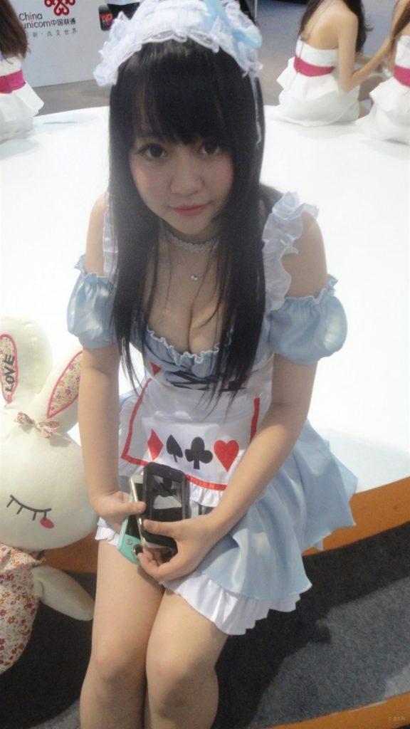 アジアイベコンエロ画像30枚!乳放り出した娘が一等賞~!・15枚目の画像