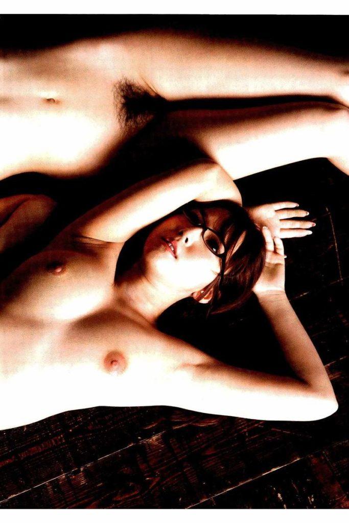 三上悠亜&高橋しょう子のコラボヌードエロ画像16