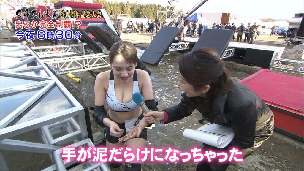 都丸紗也華(20)が小峠に爆乳おっぱいガン見されてるエロ画像50枚・20枚目の画像