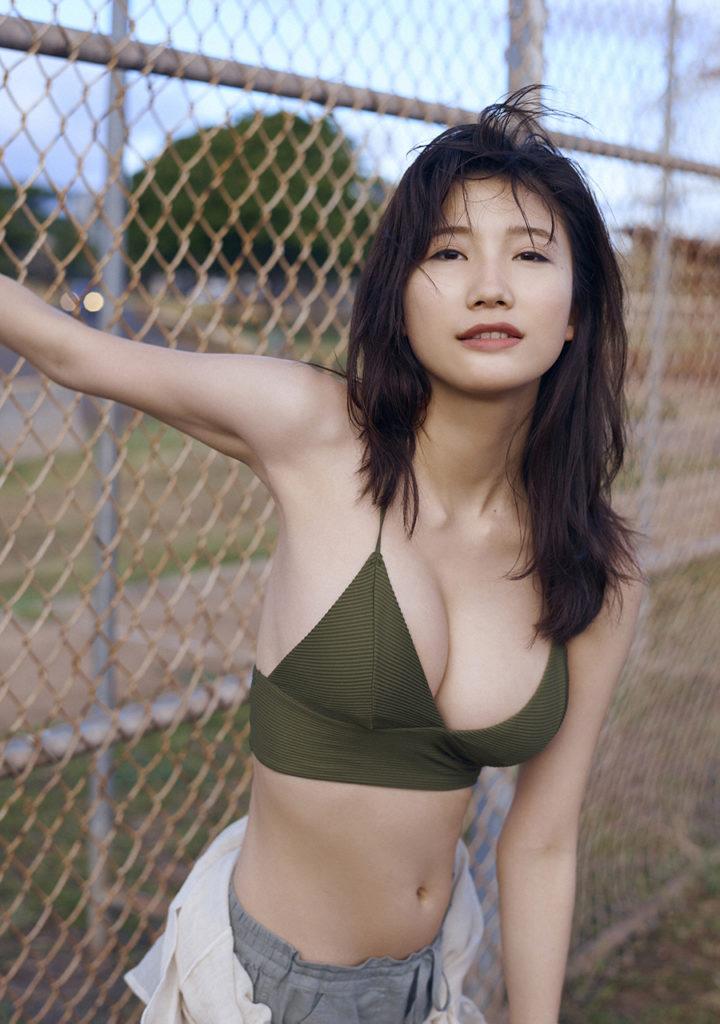 小倉優香(19)Gカップ8頭身「リアル峰不二子ボディ」のグラビアエロ画像165枚・43枚目の画像
