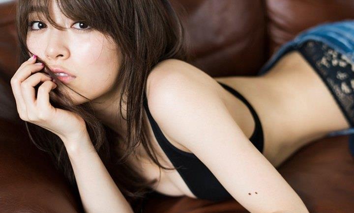 モデル泉里香(28)の水着写真集&最新グラビアエロ画像140枚・70枚目の画像