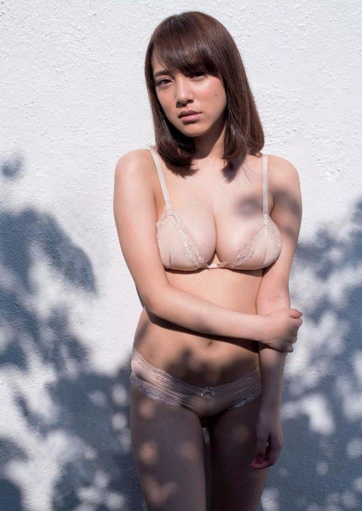 都丸紗也華(20)が小峠に爆乳おっぱいガン見されてるエロ画像50枚・27枚目の画像
