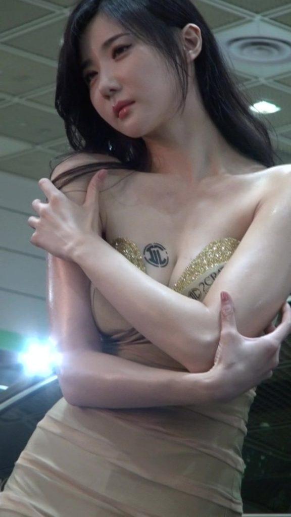 アジアイベコンエロ画像30枚!乳放り出した娘が一等賞~!・29枚目の画像