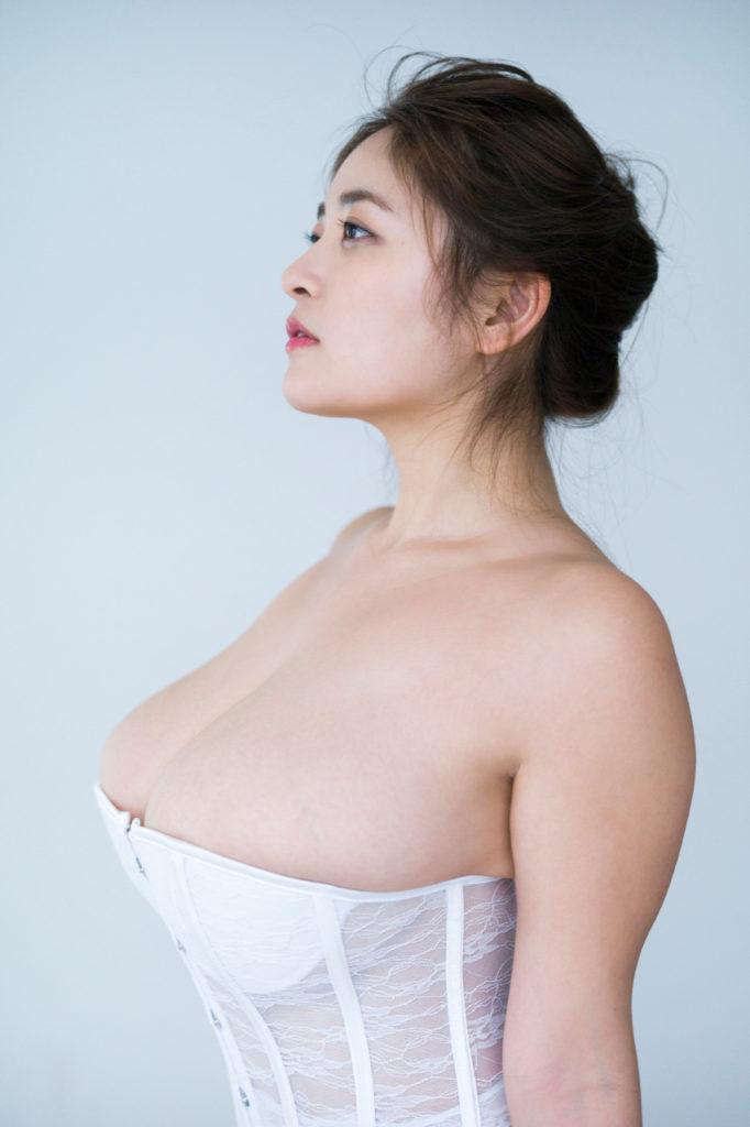 柳瀬早紀(28)100cm・Iカップのやなパイ最新グラビアエロ画像131枚・31枚目の画像