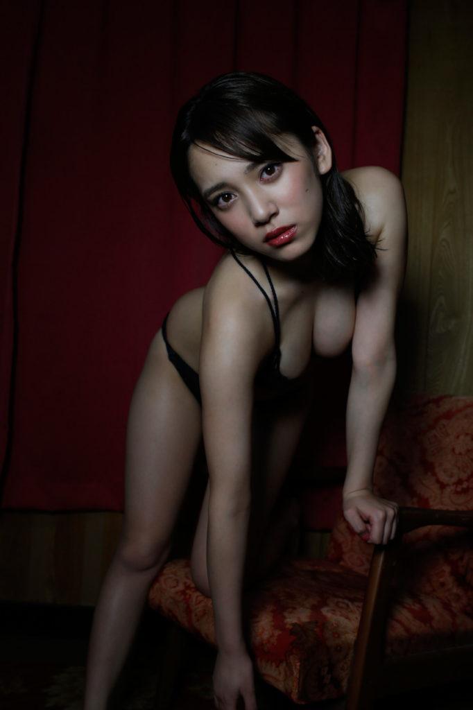 都丸紗也華(20)が小峠に爆乳おっぱいガン見されてるエロ画像50枚・30枚目の画像