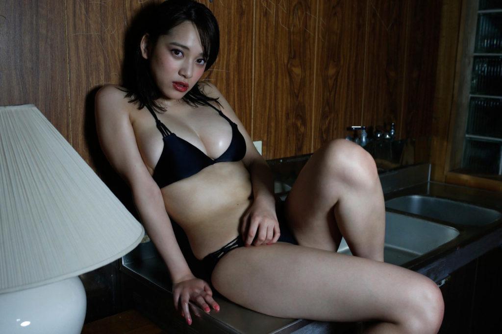 都丸紗也華(20)が小峠に爆乳おっぱいガン見されてるエロ画像50枚・38枚目の画像