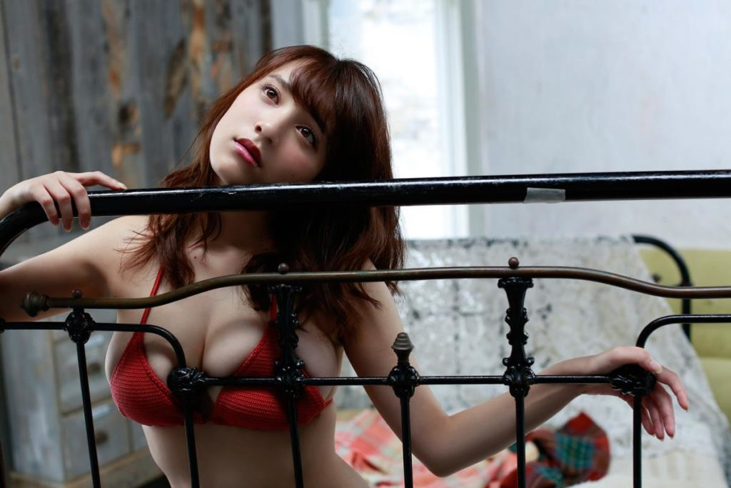 都丸紗也華(20)が小峠に爆乳おっぱいガン見されてるエロ画像50枚・41枚目の画像