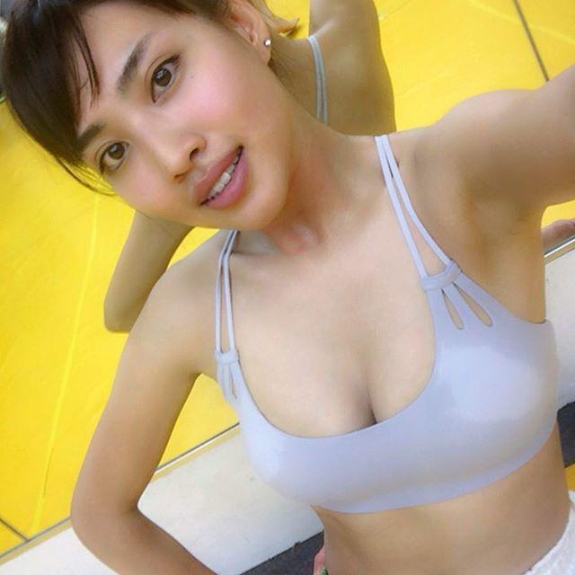 青山めぐ(28)マンスジ披露したレースクイーンのエロ画像50枚・60枚目の画像