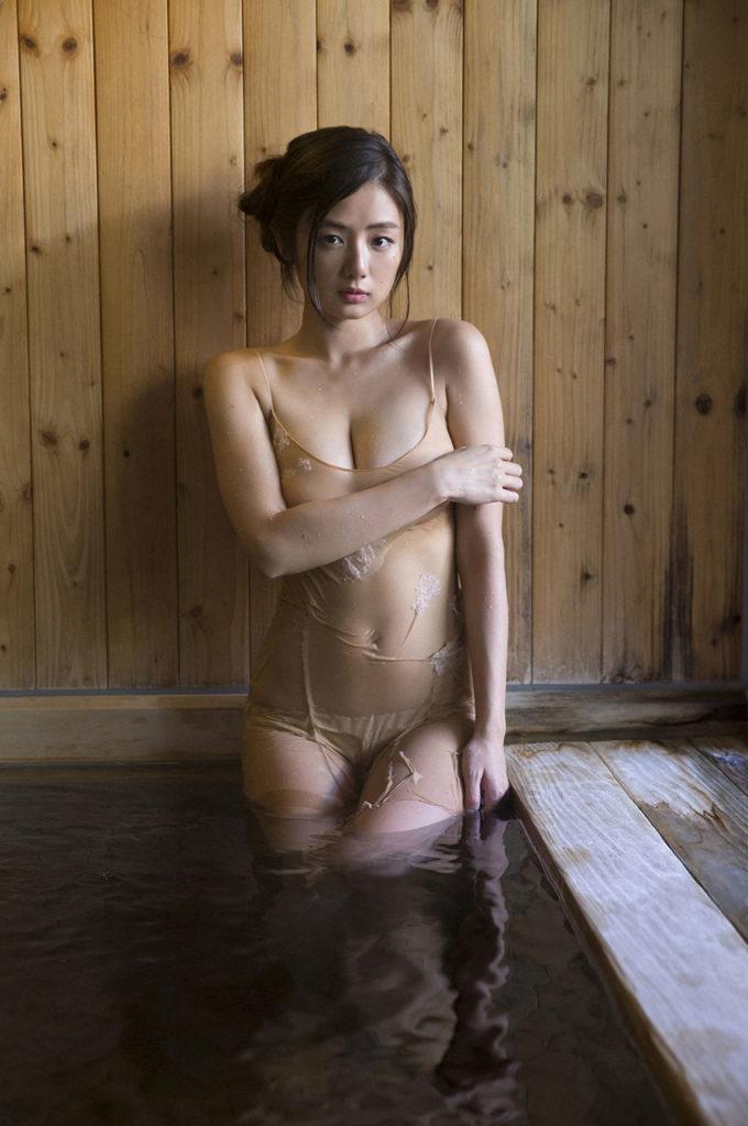 片山萌美(27)のヌードや濡れ場、水着グラビアエロ画像136枚・46枚目の画像