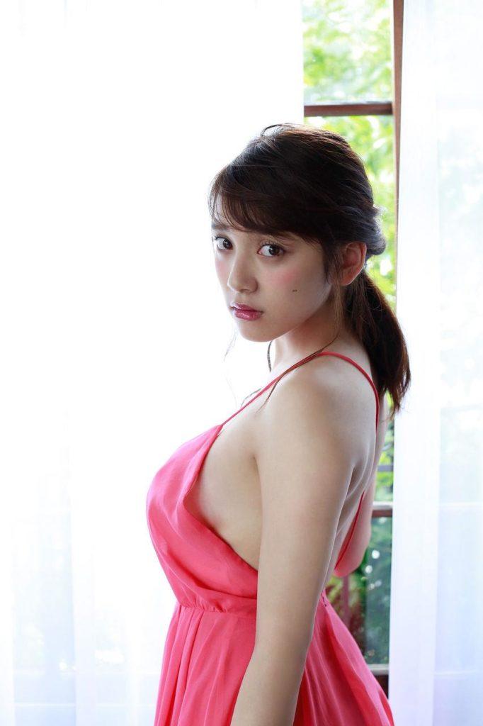 都丸紗也華(20)が小峠に爆乳おっぱいガン見されてるエロ画像50枚・52枚目の画像