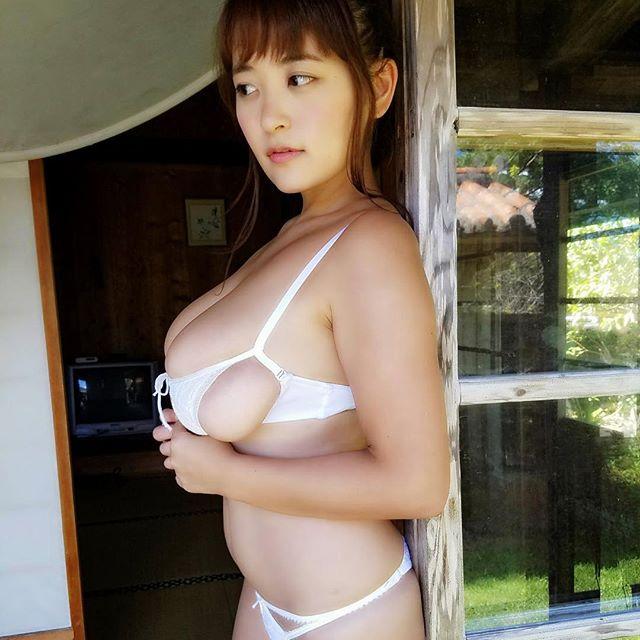 柳瀬早紀(28)100cm・Iカップのやなパイ最新グラビアエロ画像131枚・94枚目の画像