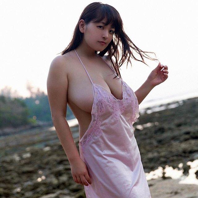 柳瀬早紀(28)100cm・Iカップのやなパイ最新グラビアエロ画像131枚・99枚目の画像