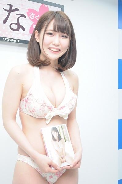 桜井えりな(23)のGカップ癒し系ボディのグラビアエロ画像30枚・11枚目の画像