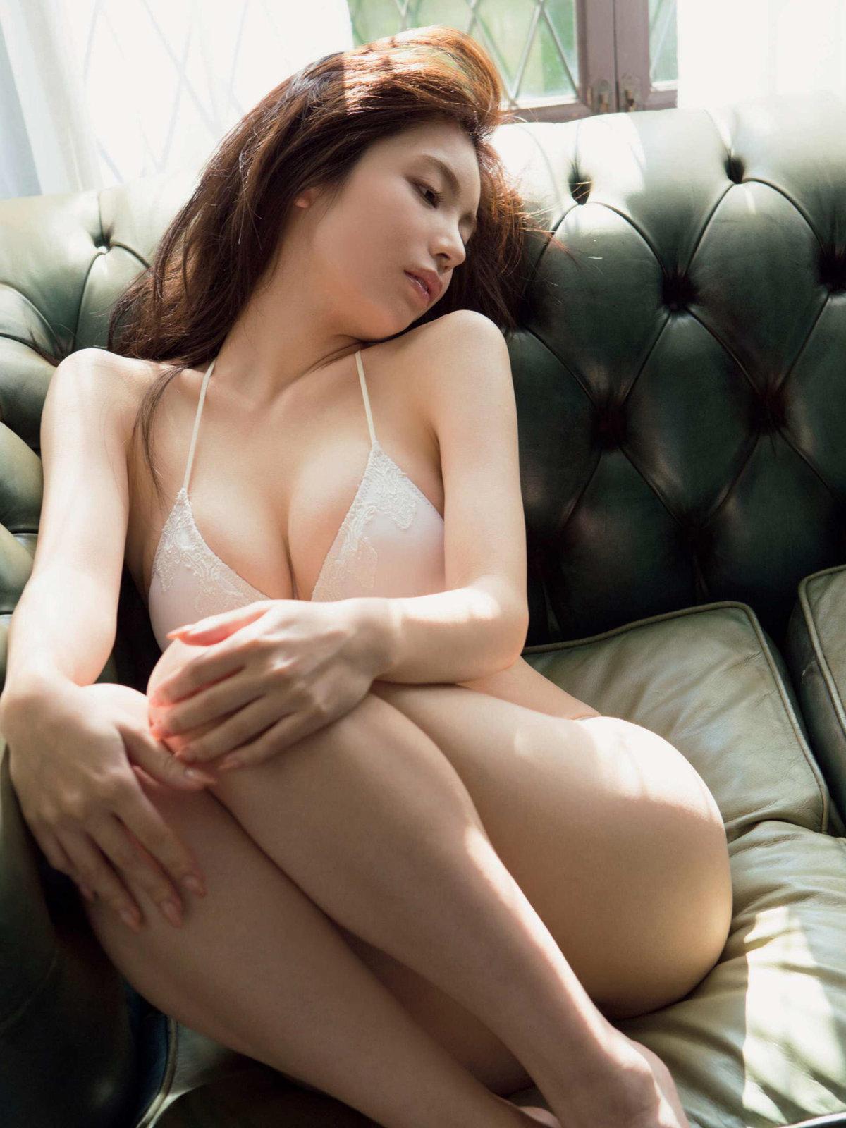 【逸材】仲村美海(25)の新人初グラビアエロ画像96枚・3枚目の画像