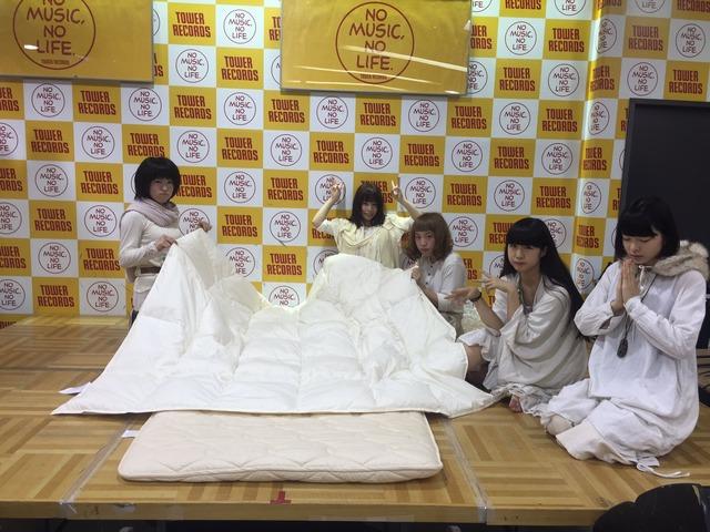 「添い寝イベント」をするハウプトハルモニーとかいうアイドルのエロ画像44枚・5枚目の画像