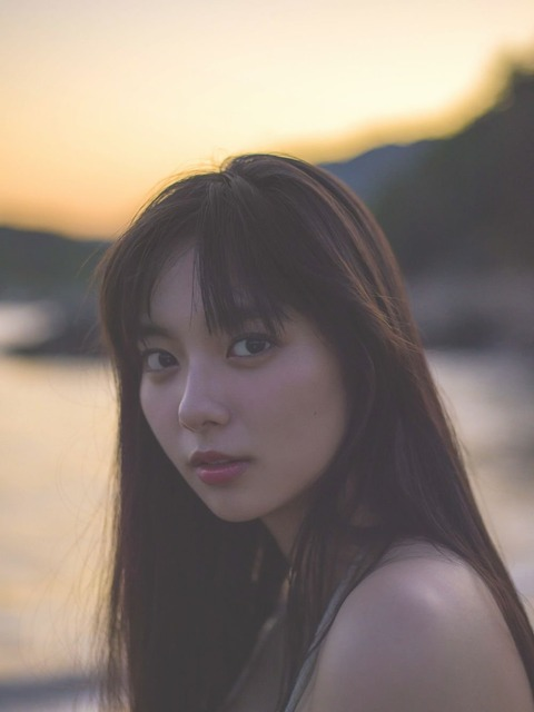 新川優愛(24)の写真集の水着姿、濡れ場等エロ画像95枚・5枚目の画像