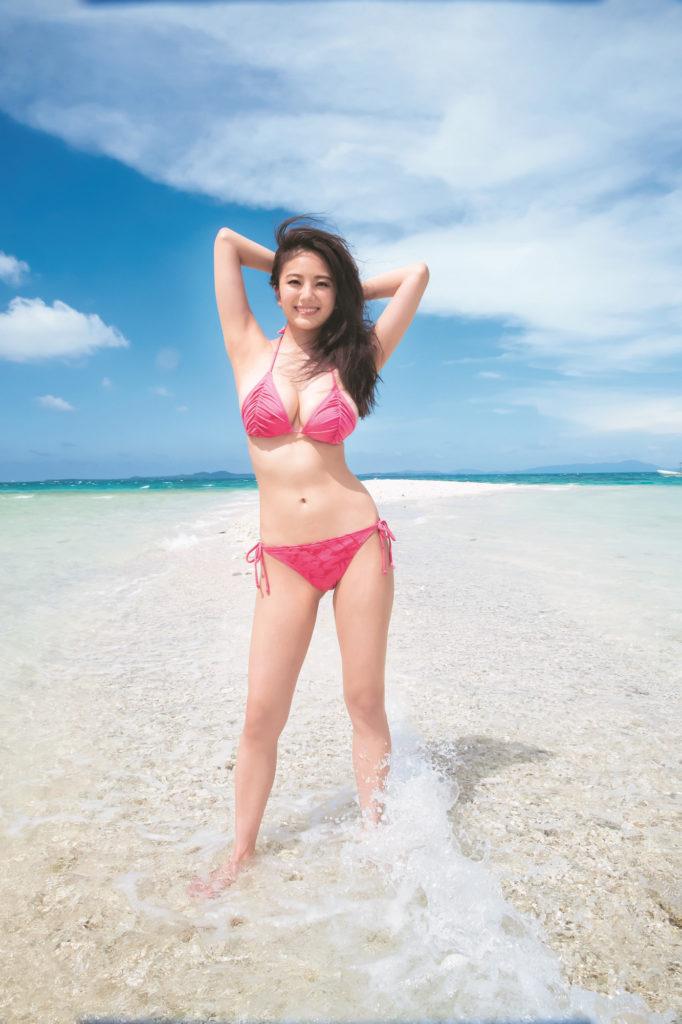 伊東紗冶子(23)Gカップキャスターの水着グラビア画像60枚・9枚目の画像