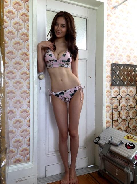 伊東紗冶子(23)Gカップキャスターの水着グラビア画像60枚・13枚目の画像