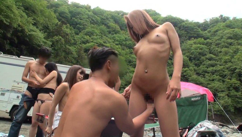 BBQ会場での乱交セックスエロ画像32枚・12枚目の画像