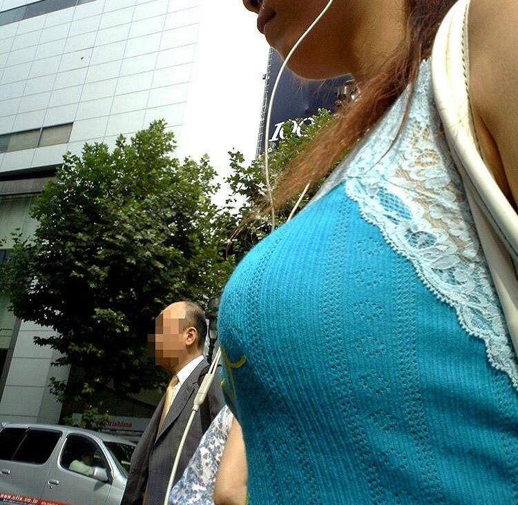 キャミ姿の巨乳女子のエロ画像50枚・27枚目の画像
