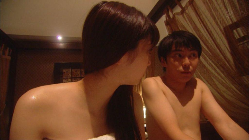 新川優愛 エロ画像90枚!清楚お姉さんの水着姿や濡れ場が抜ける!・49枚目の画像