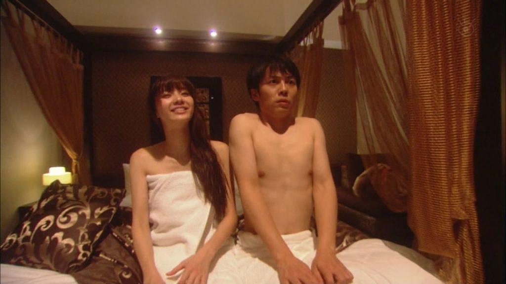 新川優愛 エロ画像90枚!清楚お姉さんの水着姿や濡れ場が抜ける!・60枚目の画像