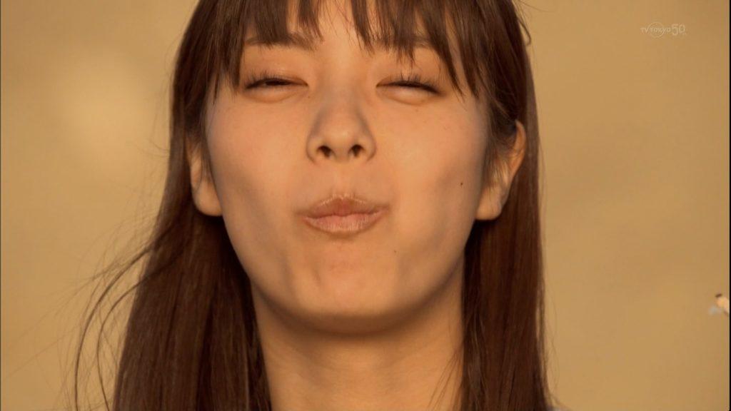 新川優愛 エロ画像90枚!清楚お姉さんの水着姿や濡れ場が抜ける!・93枚目の画像