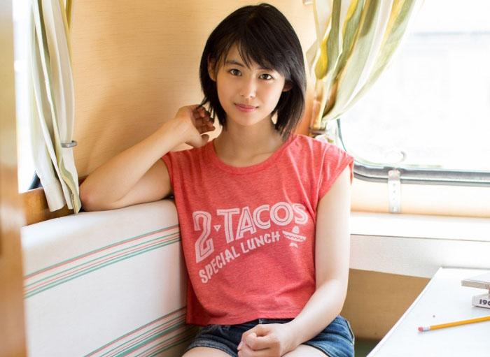 竹内愛紗(15)「奇跡の美10代小娘」と呼ばれる逸材の初グラビアえろ写真8枚