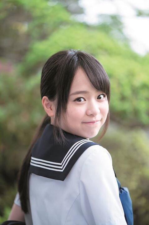 AKB48・倉野尾成美(16)のセーラー服グラビアエロ画像25枚・2枚目の画像
