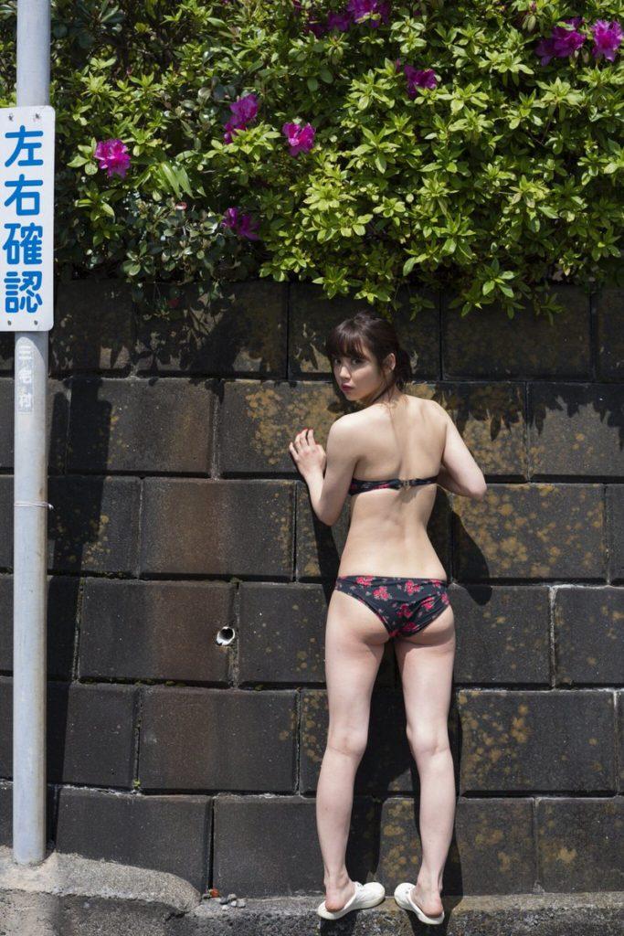 女優・山谷花純(20)のスレンダー水着グラビアエロ画像40枚・3枚目の画像